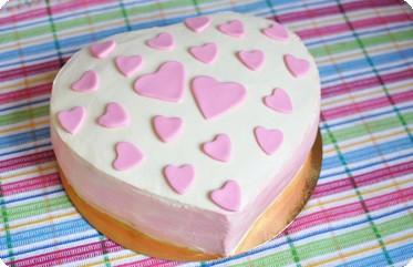 Торт с розовыми сердечками