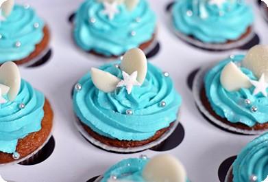 Капкейки с голубым кремом и белым шоколадом