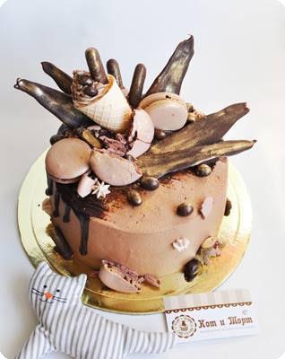 Торт «Красный бархат» с шоколадными «перьями»