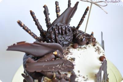 Брутальный торт с шоколадными «перьями»