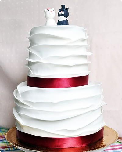 Свадебный двухъярусный торт «Белый с котиками»