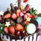 Двухъярусный торт с ягодами и печеньем
