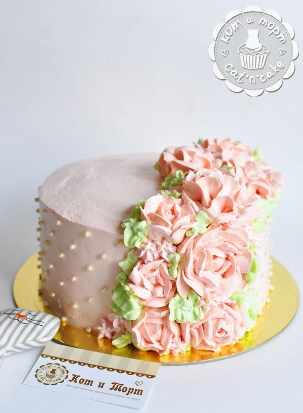 Торт с кремовыми цветами. 2 кг.