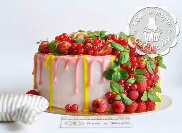 Торт с малиной и мятой