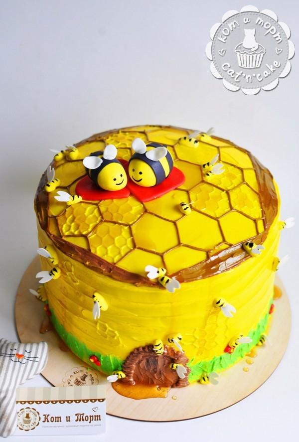 Торт «Медовик с пчёлками»