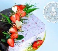 Торт «Черничный котик» с клубникой
