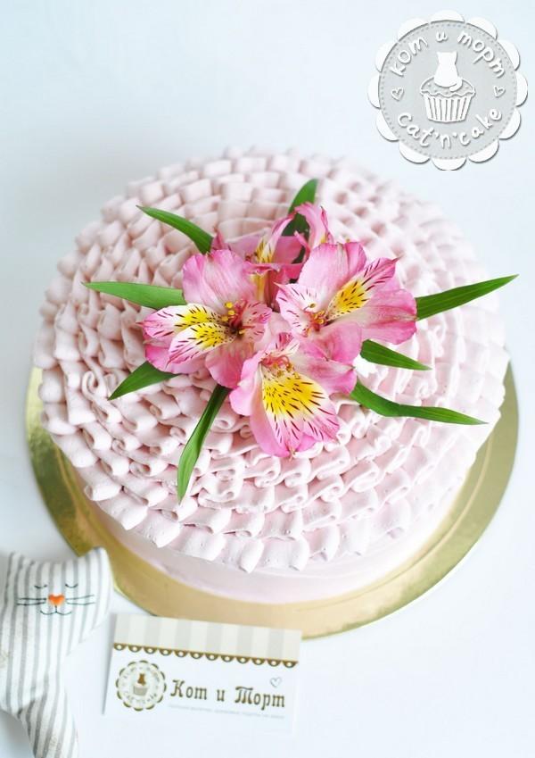 Торт кремовый с тремя цветками