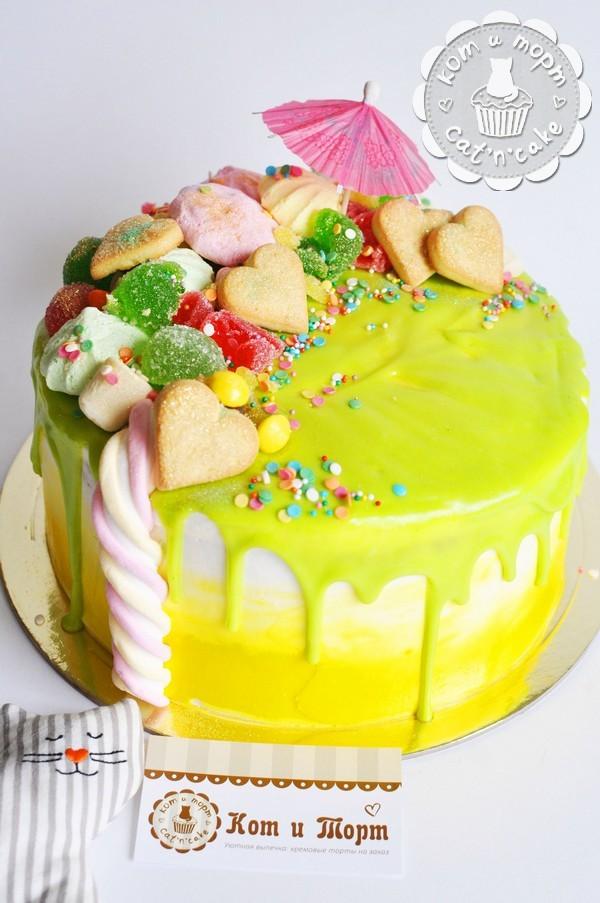 Торт с сердцами и зонтиком