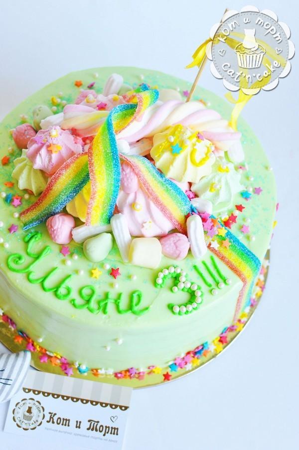 Торт с радугами и розовым зефиром