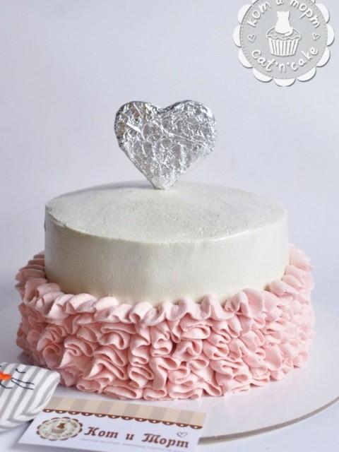 Торт в «юбочке»