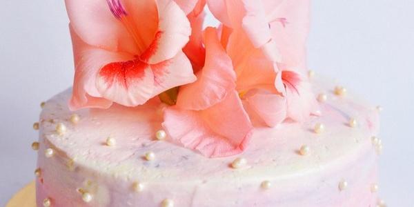 Торт с гладиолусом