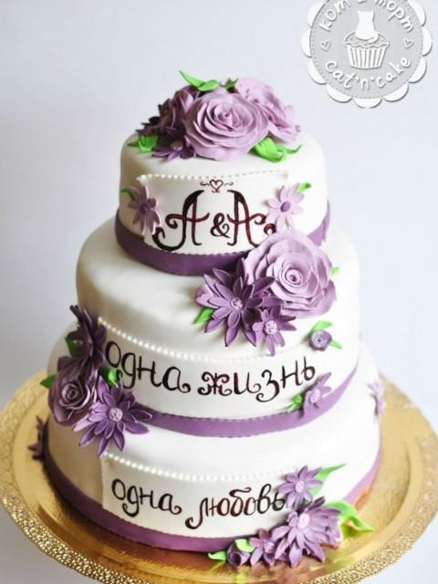 Свадебный трёхъярусный торт с цветами. Вес торта 8,5кг.