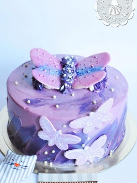 Фиолетовый торт с бабочками