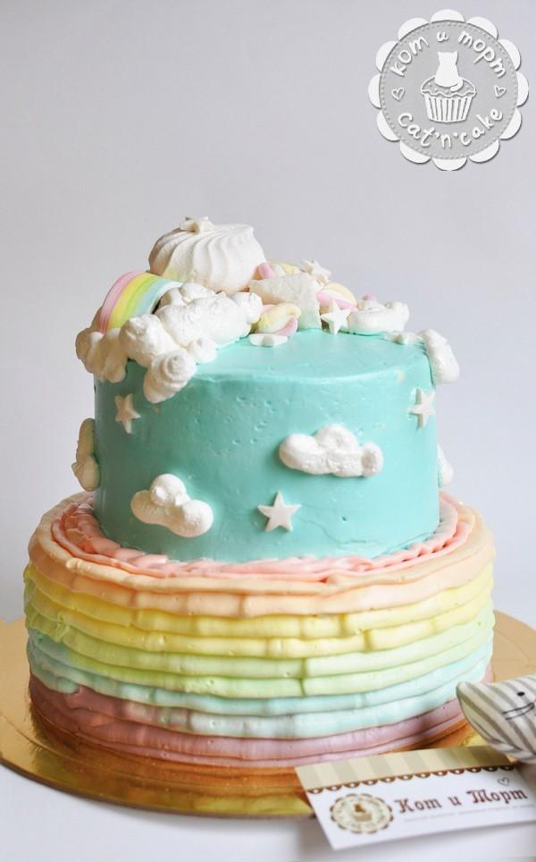 Воздушный торт с облаками и радугой
