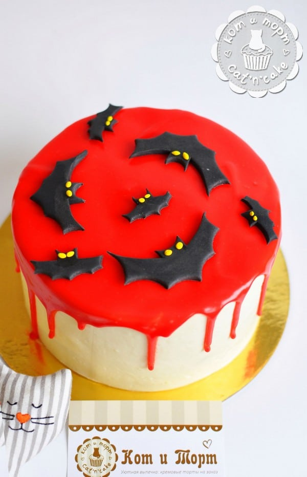 Кровавый торт с летучими мышами