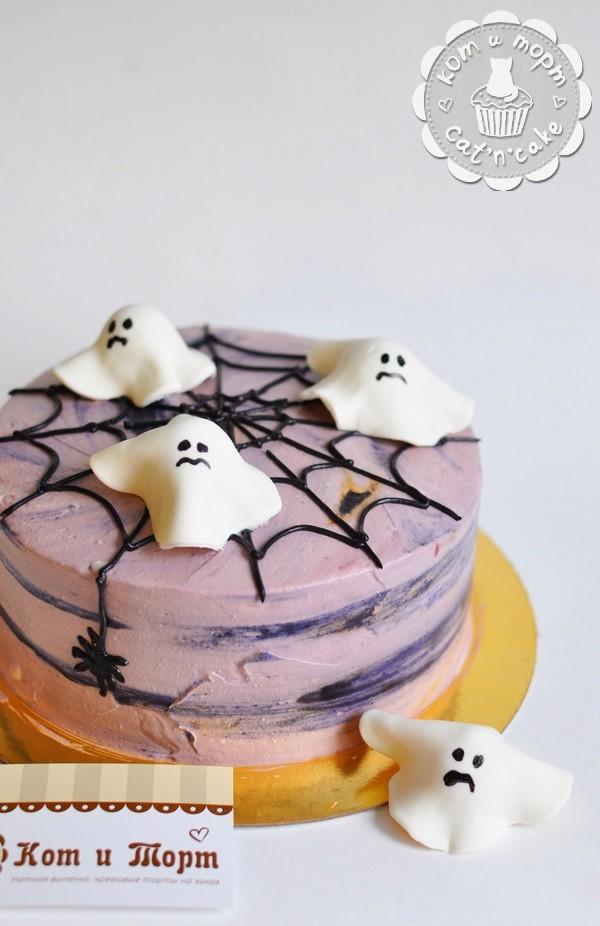 Торт с паутиной и привидениями