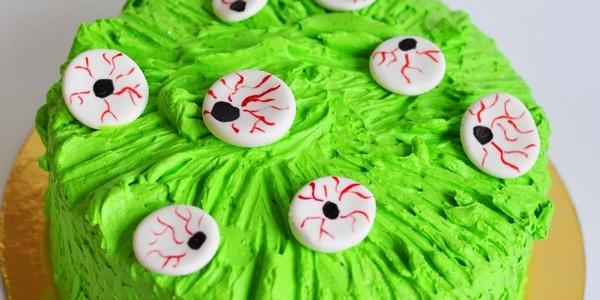 Зелёный торт с красными глазами