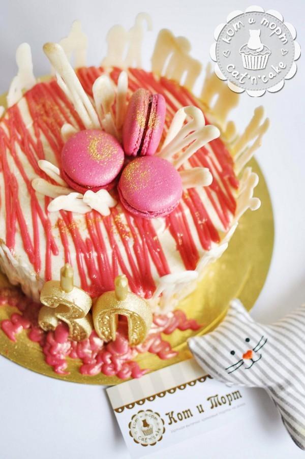 Торт с оригинальным декором