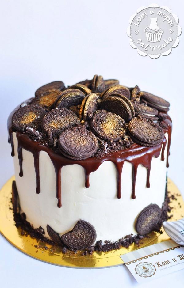 Торт с шоколадными потёками и печеньем «Oreo»