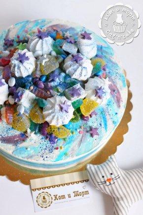 Торт в нежно-голубых тонах
