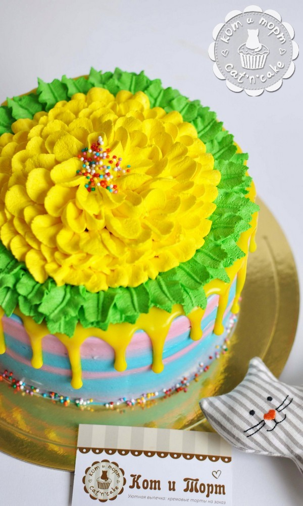 Яркий жёлто-зелёный торт с потёками