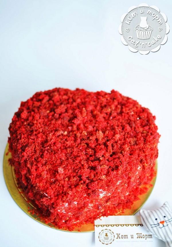 Торт с красной крошкой