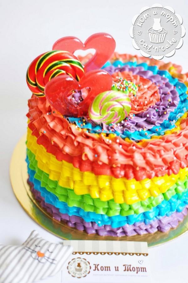 Радужный торт с сердечками