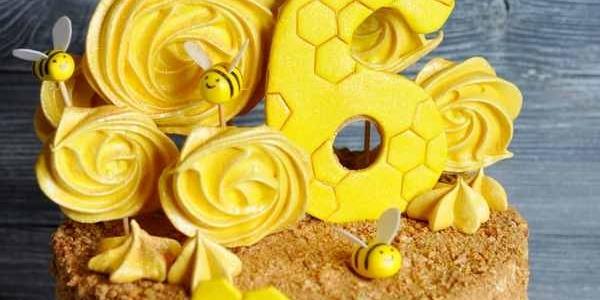 Торт-медовик с весёлыми пчёлками