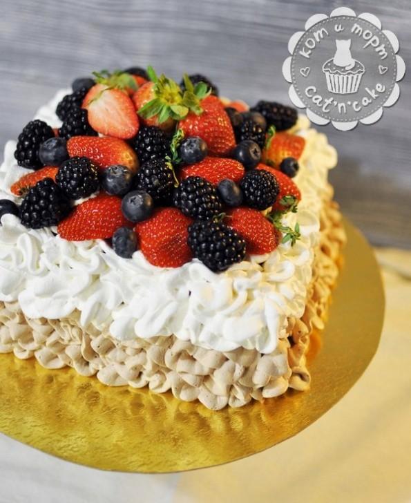 Торт «Ягодная горка»