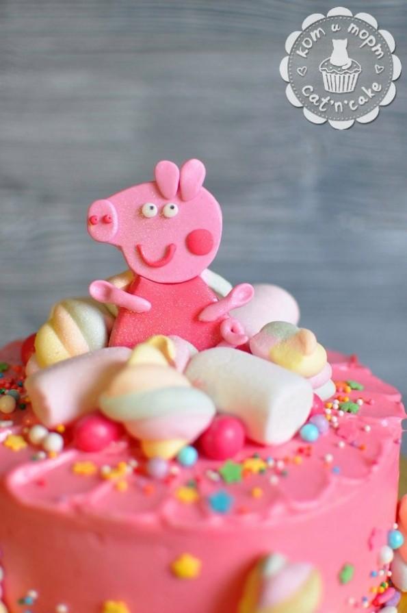 Розовый торт «Свинка Пеппа»