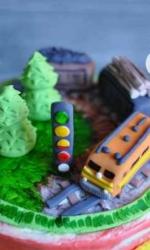 Фигурка из мастики «Поезд в лесу»