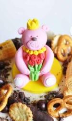 Фигурка из мастики «Розовый мишка»