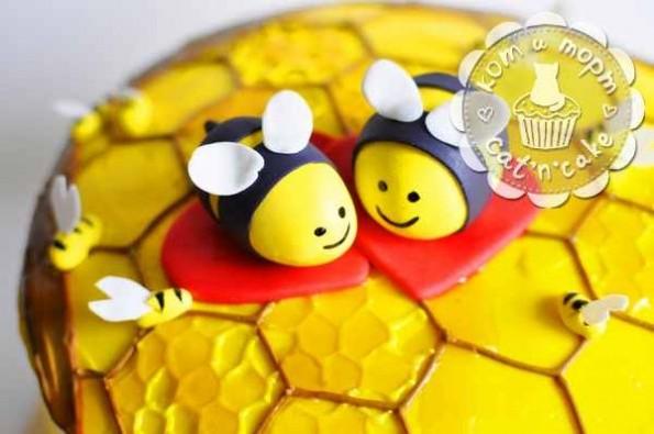 Фигурка из мастики «Пчёлки»