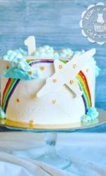 Торт с радугой и самолётиком