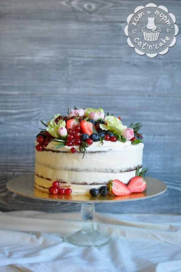 «Голый» торт с ягодами и фруктами