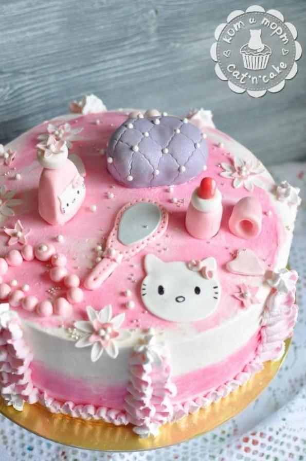 Розовый торт для модницы