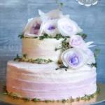 Торт с бело-сиреневыми розами