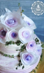 Торт с бело-сиреневыми розами-2