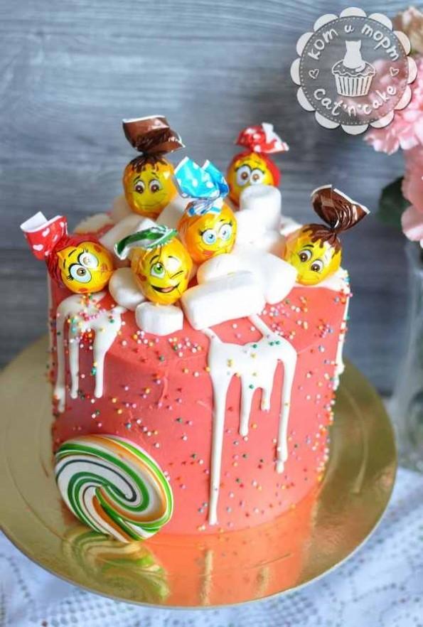 Торт с озорными чупа-чупсами