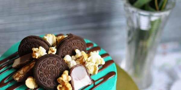 Бирюзовый торт с печеньем Oreo