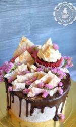 Торт с необычным шоголадным декором