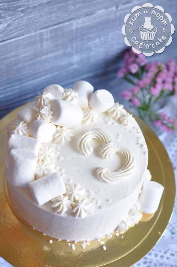 Белый торт на 3-летие