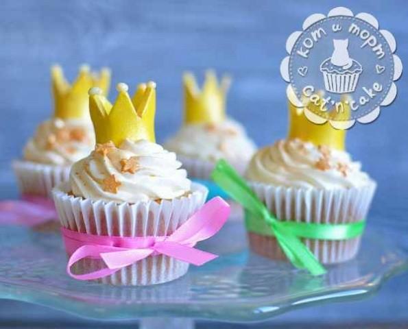 Капкейки с золотой короной