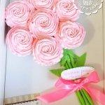 Капкейки розовые в виде букета
