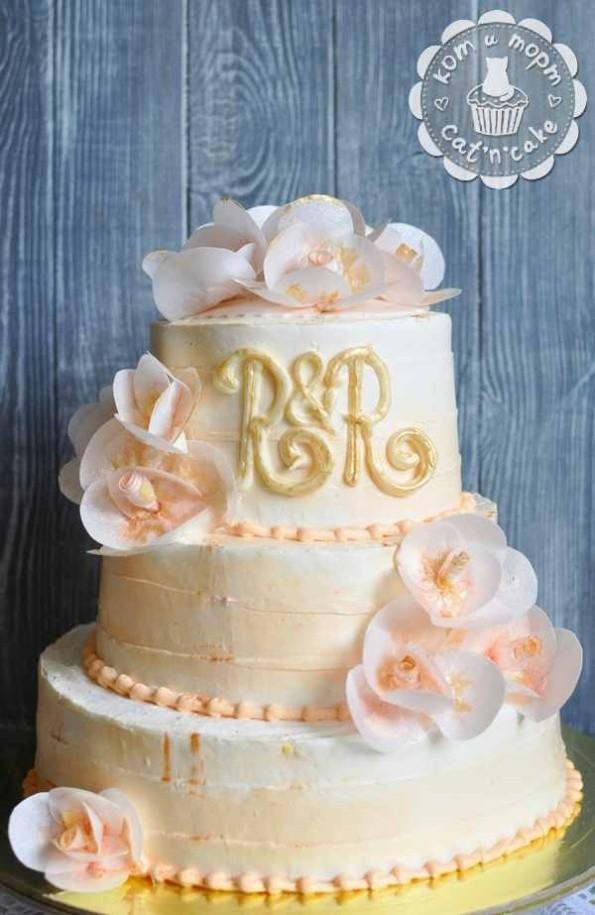 Бежевый свадебный трёхъярусный торт