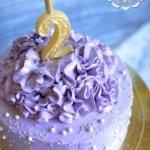 Фиолетовый торт с рюшечками