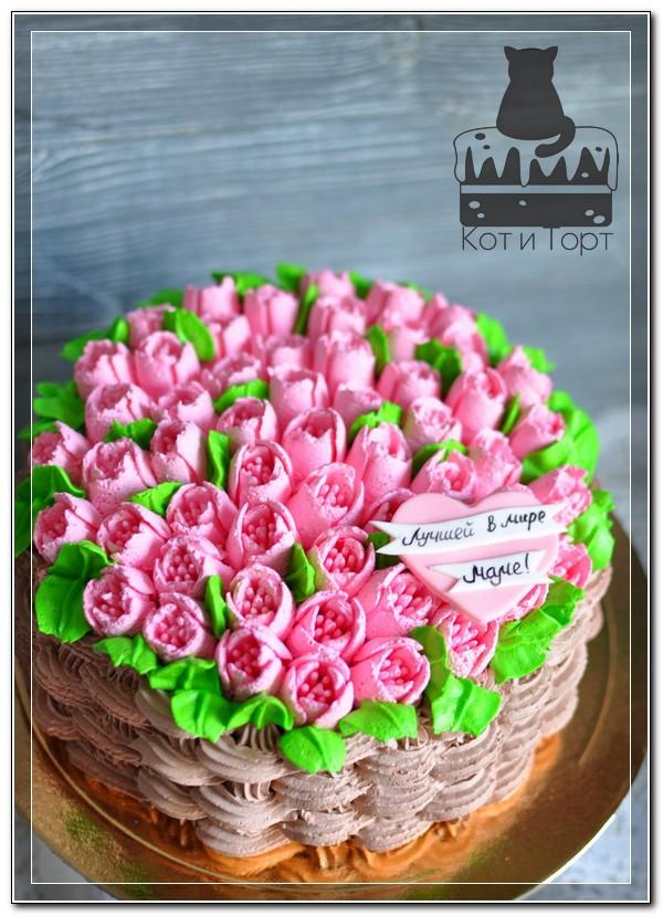 Торт с кремовыми тюльпанами для мамы