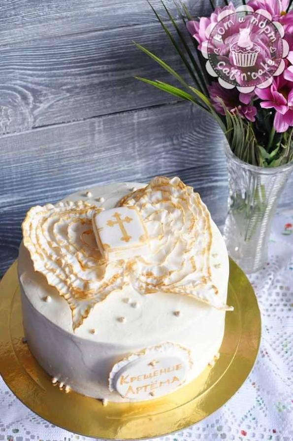 Белый торт с крыльями на крещение