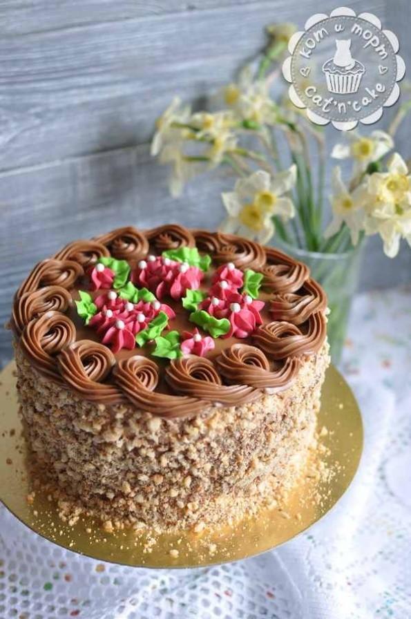 Киевский торт в оригинальном декоре