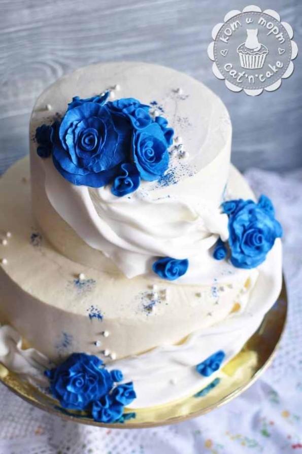 Бело-синий свадебный торт